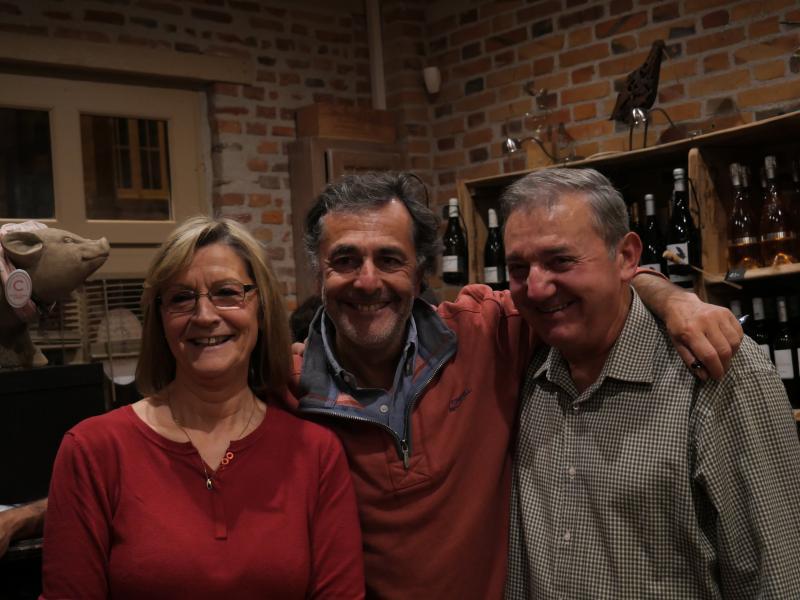 Raymond et Marie Louis entourant Nicolas Vanier