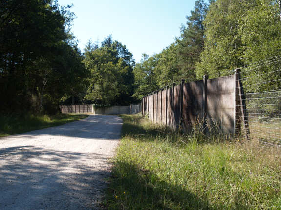 clôture le long des routes