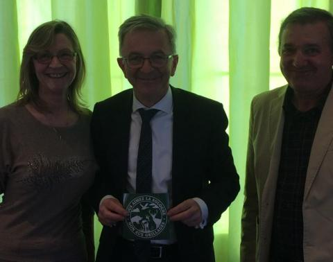 Monsieur François Bonneau, Président de la Région Centre, nous a reçu le 17 avril dans ses bureaux Orléanais. Un homme très à l'écoute, chaleureux, cordial. Nous avons quelques projets à l'étude.
