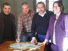 De gauche à droite : le député Richard Ramos, le président Raymond Louis, le député François Cormier Bouligeon et la députée Nadia Essayan