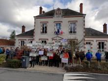 Rassemblement devant la mairie de Vannes / Cosson